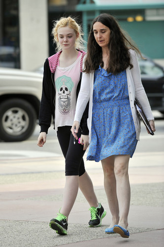 Elle leaving dance class in Studio City (12 April 2012)