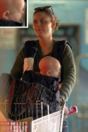 Emily Deschanel Обои containing a dishwasher titled Emily <3