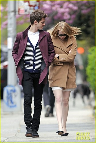 Emma Stone & Andrew Garfield Stroll In the City