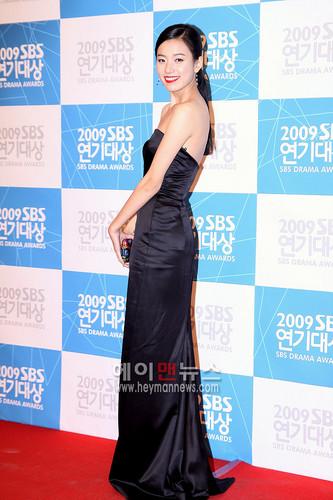 Han Hyo Joo wallpaper containing a dinner dress, a bridesmaid, and a gown called Han Hyo Joo