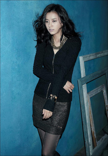Han Hyo Joo wallpaper possibly containing a well dressed person and a hip boot entitled Han Hyo Joo
