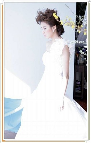 Han Hyo Joo wallpaper possibly containing a bridesmaid, a gown, and a dinner dress called Han Hyo Joo