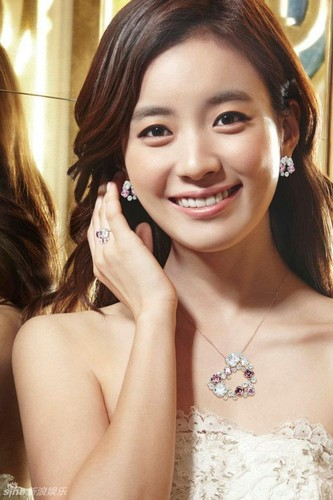 Han Hyo Joo 壁紙 containing a portrait called Han Hyo Joo