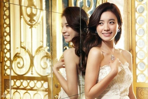 Han Hyo Joo wallpaper with a bridesmaid entitled Han Hyo Joo