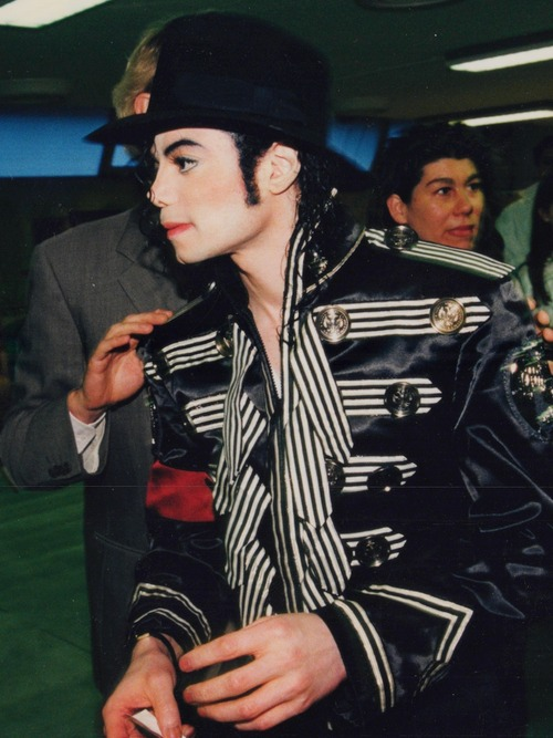 I look and stare so deep in your eyes♥ I touch on you more and more every time♥