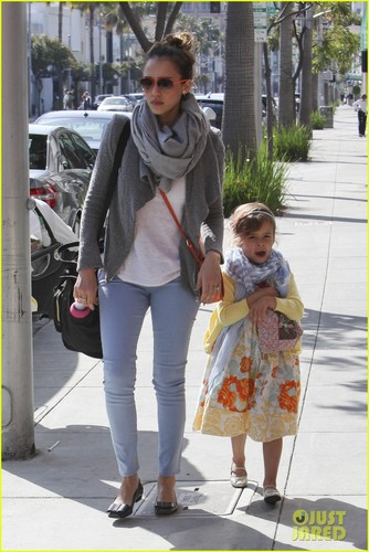 Jessica Alba: Happy Easter