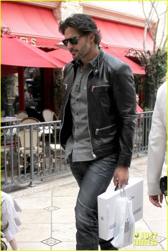 Joe Manganiello karatasi la kupamba ukuta containing a business suit titled Joe Manganiello: Upcoming 2012 Films!