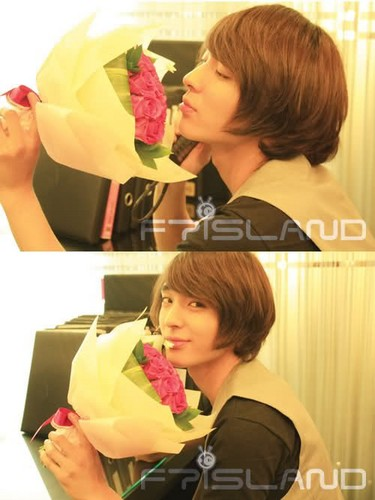 FT ISLAND (에프티 아일랜드) Hintergrund containing a bouquet entitled Jong Hun (최종훈)