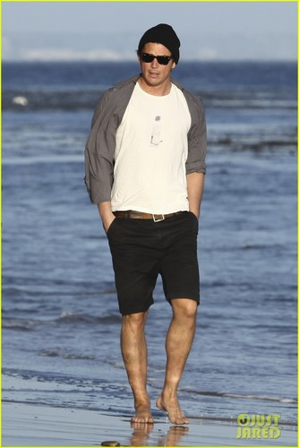 Josh Hartnett: Barefoot пляж, пляжный Stroll!