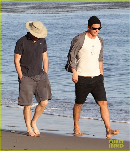 Josh Hartnett wallpaper possibly with a boater, a fedora, and a snap brim hat called Josh Hartnett: Barefoot Beach Stroll!