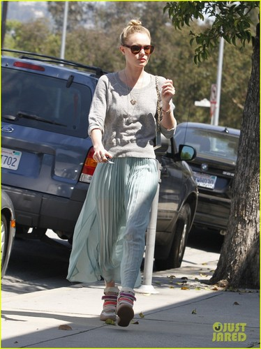 Kate Bosworth: Chic Sneakers