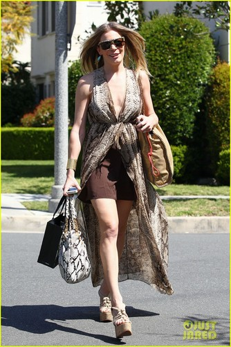 Leann Rimes wallpaper probably containing a fur coat entitled LeAnn Rimes: I'm Not Writing A Tell-All Memoir