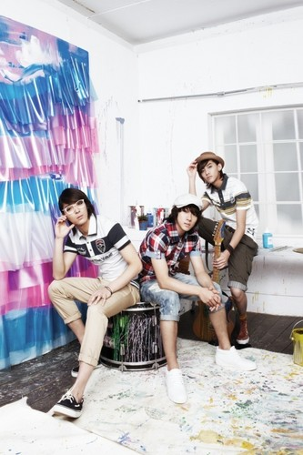 FT ISLAND (에프티 아일랜드) Hintergrund possibly containing bare legs, a drawing room, and a living room entitled Litmus Summer 2010