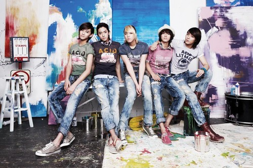 FT ISLAND (에프티 아일랜드) Hintergrund probably containing a sign titled Litmus Summer 2010