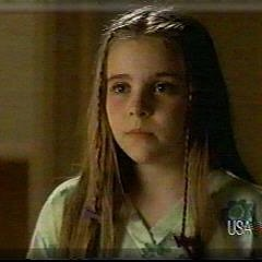 Parenthood (2010) wolpeyper with a portrait titled Mae Whitman (Amber) young