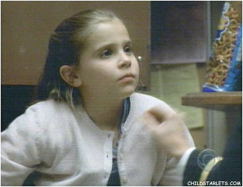 Parenthood (2010) wolpeyper entitled Mae Whitman (Amber) young