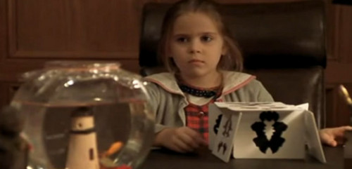 Parenthood (2010) wolpeyper probably containing a brasserie, a hapunan table, and a coffee break called Mae Whitman (Amber) young
