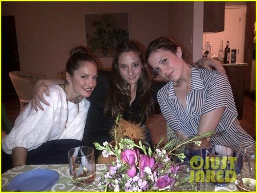 Mandy Moore: Passover Seder with Minka Kelly