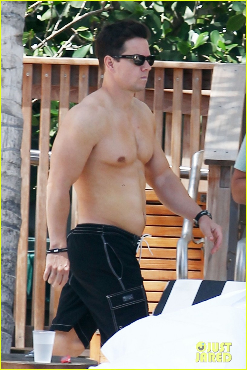 Mark Wahlberg: Shirtless at the Pool
