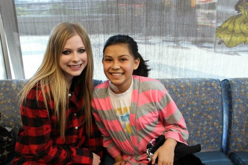 Mattel Children's Hospital UCLA 05.04.2012 - avril-lavigne Photo