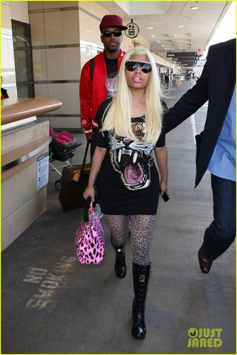 Nicki Minaj & Boyfriend Safaree Samuels: LAX Arrival - nicki-minaj Photo