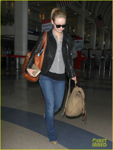 Olivia Wilde: Blonde Babe at LAX - olivia-wilde Photo
