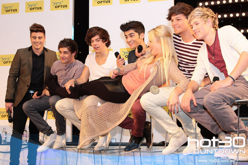 One Direction Co-Host 'Hot 30 Countdown' radio hiển thị 11.4.2012