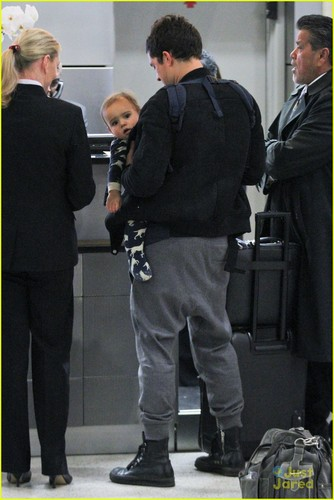 Orlando Bloom & Flynn Catch a Flight!