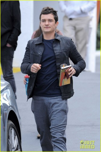 Orlando Bloom: Personalized Goyard Wallet - orlando-bloom Photo