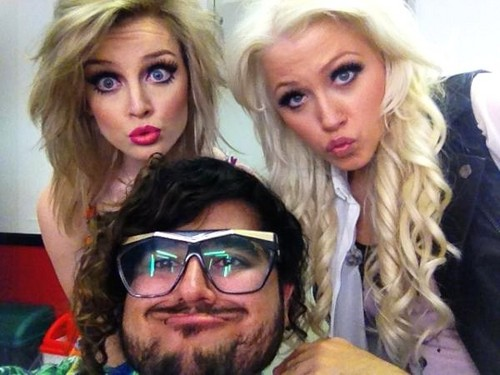 Perrie, Amelia and Nicki (the hairdresser) - perrie-edwards Photo