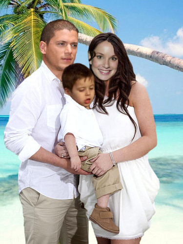 Prison Break - Michael and Sara with their son MJ