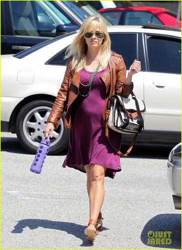 Reese Witherspoon: Baby Bump at Lunch