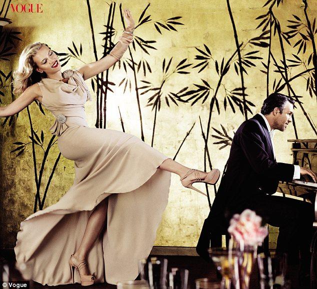 Scarlett - Vogue (May 2012)