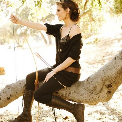 Stana Katic karatasi la kupamba ukuta possibly with a horse trail entitled Stana Katic