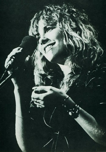 Stevie Nicks wallpaper with a concert and a guitarist titled Stevie Nicks On Stage