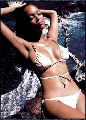 tyra banks wallpaper containing a bikini entitled TYRA