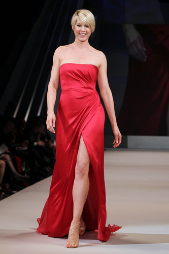 The 심장 Truth's Red Dress 2012 Collection Launch