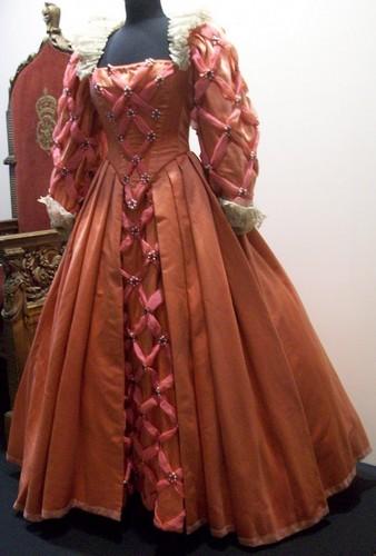 The Virgin Queen: گلابی Dress