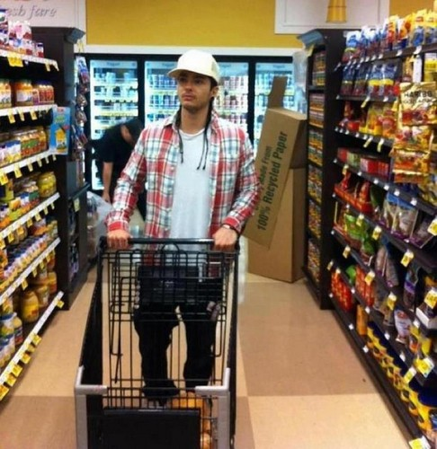 Tom gone shopping - tokio-hotel Photo