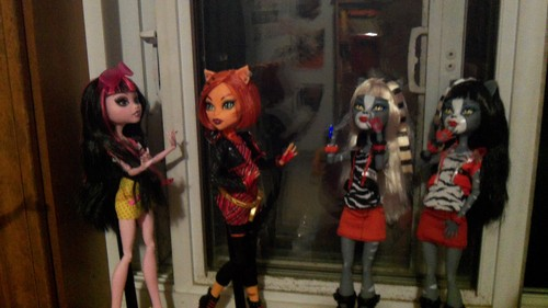 Monster High karatasi la kupamba ukuta entitled Ula D's gonna tickle you!