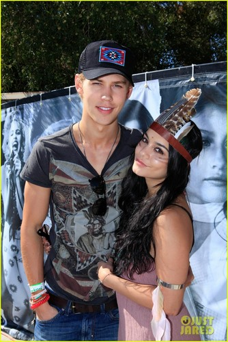 Vanessa Hudgens & Austin Butler: Guess Hotel Party!