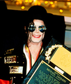 WHO RUN THE WORLD? MICHAEL FUCKIN' JACKSON!! :) - michael-jackson photo