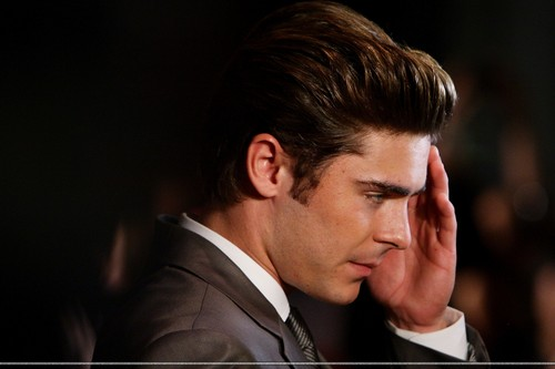 Zac Efron - The Lucky One Premiera (HQ)