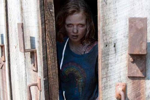 Zombie Sophia in schuur