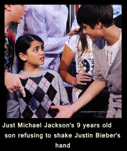 Blanket Jackson پیپر وال containing a bearskin called blanket refusing to shake Justin Bieber's hand! :)