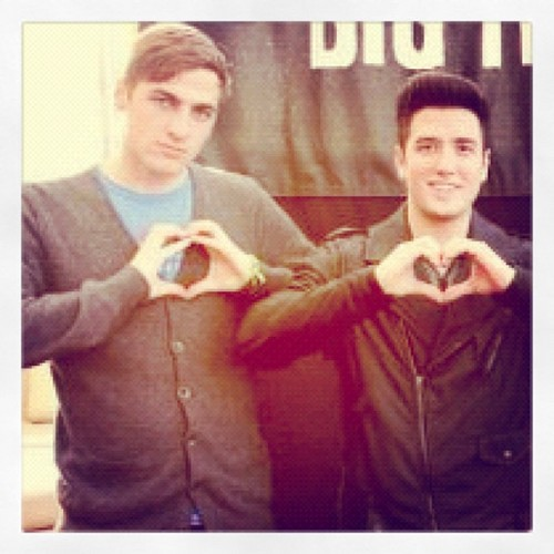 kendall and logan twitter pic!!!!!!