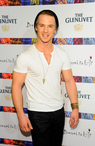 9th Annual Dressed To Kilt Charity Fashion tunjuk - Arrivals