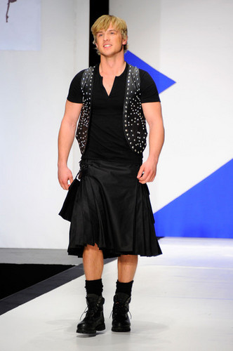 9th Annual Dressed To Kilt Charity Fashion tunjuk