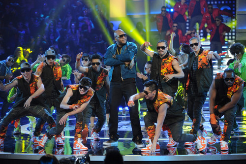 Flo Rida achtergrond possibly containing a concert called ABDC S7 Featuring Flo-Rida