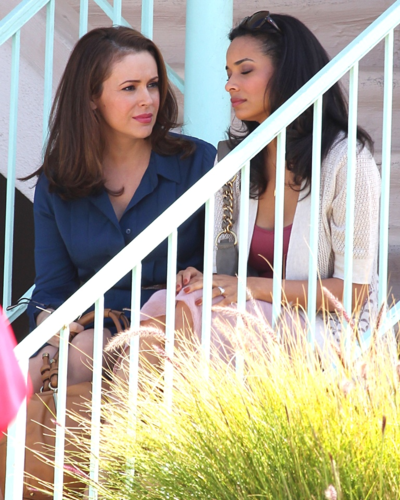 Alyssa - Mistresses - On the set with Rochelle Aytes, 27. 03. 2012